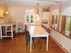 Four-Bedroom Holiday Home in Sveio, Case vacanze  Sveio - big - 2