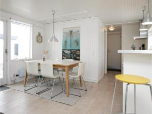 Two-Bedroom Holiday Home in Pandrup, Case vacanze  Rødhus - big - 13