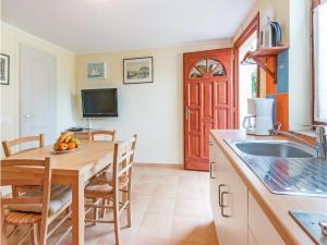 Two-Bedroom Apartment in Banjole, Apartmanok  Banjole - big - 20