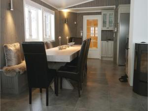 Five-Bedroom Holiday Home in Lillehammer, Holiday homes  Lillehammer - big - 19