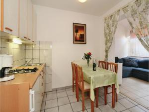 Two-Bedroom Apartment 0 in Porec, Apartmány  Poreč - big - 29
