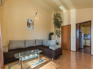 Two-Bedroom Apartment in Zbandaj, Apartmanok  Žbandaj - big - 12