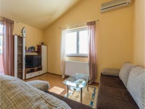 Two-Bedroom Apartment in Zbandaj, Apartmanok  Žbandaj - big - 9