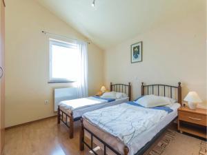 Two-Bedroom Apartment in Zbandaj, Apartmanok  Žbandaj - big - 3