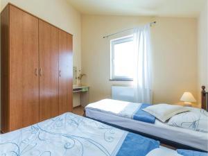 Two-Bedroom Apartment in Zbandaj, Apartmanok  Žbandaj - big - 2