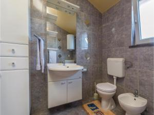 Two-Bedroom Apartment in Zbandaj, Апартаменты  Žbandaj - big - 15