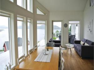 Four-Bedroom Holiday Home in Farsund, Ferienhäuser  Farsund - big - 13