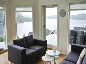 Four-Bedroom Holiday Home in Farsund, Ferienhäuser  Farsund - big - 11