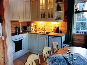 Four-Bedroom Holiday Home in Farsund, Case vacanze  Farsund - big - 10