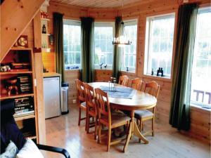 Four-Bedroom Holiday Home in Farsund, Case vacanze  Farsund - big - 9