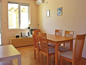 Two-Bedroom Holiday Home in Balchik, Case vacanze  Karvuna - big - 2