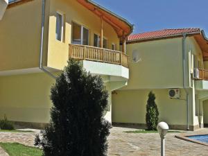 Two-Bedroom Holiday Home in Balchik, Case vacanze  Karvuna - big - 11