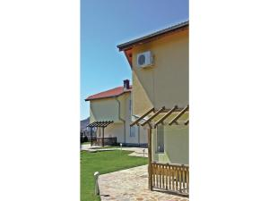 Two-Bedroom Holiday Home in Balchik, Case vacanze  Karvuna - big - 8