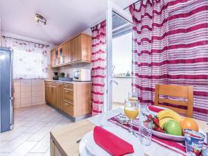 Two-Bedroom Apartment in Pula, Apartmanok  Póla - big - 32