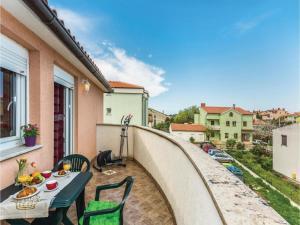 Two-Bedroom Apartment in Pula, Apartmanok  Póla - big - 31