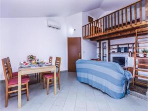 Two-Bedroom Apartment in Pula, Apartmanok  Póla - big - 2