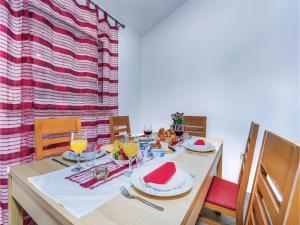 Two-Bedroom Apartment in Pula, Apartmanok  Póla - big - 30