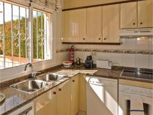 Three-Bedroom Holiday Home in Miami Playa, Dovolenkové domy  Miami Platja - big - 24