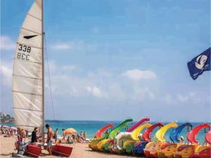 Three-Bedroom Holiday Home in Miami Playa, Dovolenkové domy  Miami Platja - big - 20