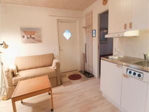 One-Bedroom Holiday home Lärbro 0 06, Dovolenkové domy  Valleviken - big - 7