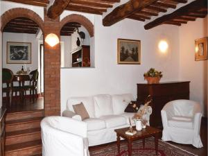 Three-Bedroom Holiday home with a Fireplace in Gaiole in Chianti SI, Dovolenkové domy  San Sano - big - 4