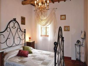 Three-Bedroom Holiday home with a Fireplace in Gaiole in Chianti SI, Dovolenkové domy  San Sano - big - 8