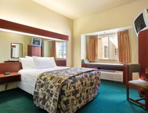 Deluxe Queen Suite with Spa Bath - Disability Access - Non-Smoking