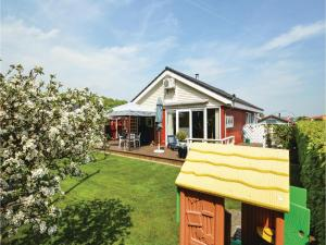Three-Bedroom Holiday Home in Bjert, Prázdninové domy  Sønder Bjert - big - 17