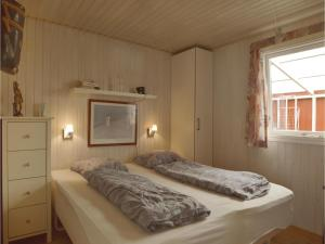 Three-Bedroom Holiday Home in Bjert, Prázdninové domy  Sønder Bjert - big - 7