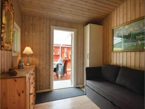 Three-Bedroom Holiday Home in Bjert, Prázdninové domy  Sønder Bjert - big - 9