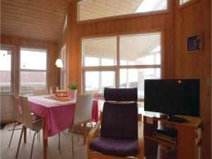 Two-Bedroom Holiday Home in Bjert, Case vacanze  Sønder Bjert - big - 11