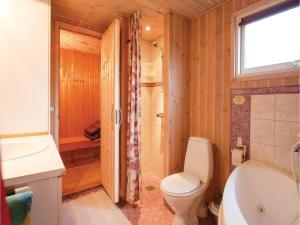 Two-Bedroom Holiday Home in Bjert, Case vacanze  Sønder Bjert - big - 5