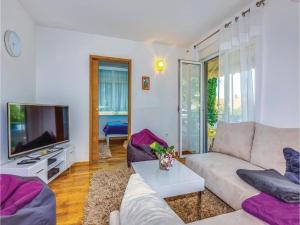 Two-Bedroom Apartment in Crikvenica, Apartmanok  Crikvenica - big - 2