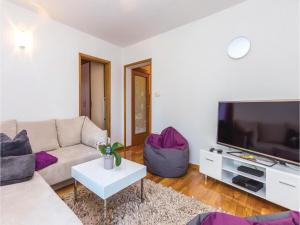 Two-Bedroom Apartment in Crikvenica, Apartmány  Crikvenica - big - 4