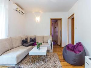 Two-Bedroom Apartment in Crikvenica, Apartmány  Crikvenica - big - 5