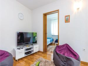 Two-Bedroom Apartment in Crikvenica, Apartmanok  Crikvenica - big - 6