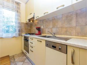 Two-Bedroom Apartment in Crikvenica, Apartmanok  Crikvenica - big - 22