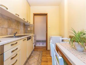 Two-Bedroom Apartment in Crikvenica, Apartmanok  Crikvenica - big - 21