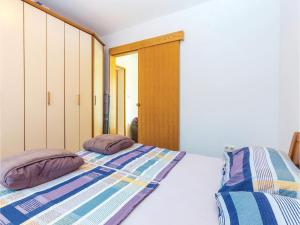 Two-Bedroom Apartment in Crikvenica, Apartmány  Crikvenica - big - 8