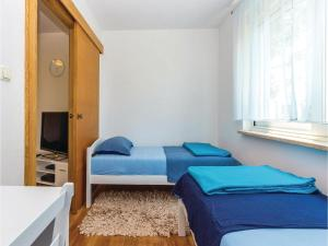 Two-Bedroom Apartment in Crikvenica, Apartmanok  Crikvenica - big - 9