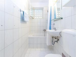 Two-Bedroom Apartment in Crikvenica, Apartmanok  Crikvenica - big - 12