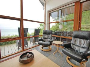 Three-Bedroom Holiday home Bjert with Sea View 08, Prázdninové domy  Sønder Bjert - big - 2