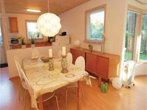 Two-Bedroom Holiday home Haderslev with a Fireplace 103, Дома для отпуска  Kelstrup Strand - big - 6