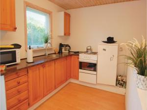 Two-Bedroom Holiday home Haderslev with a Fireplace 103, Дома для отпуска  Kelstrup Strand - big - 12