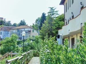 Apartment Via IV Novembre, Apartmány  Pieve di Santa Luce - big - 11