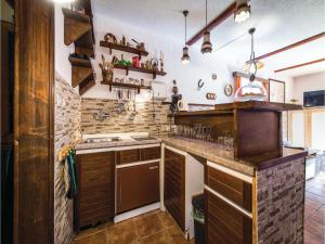 Two-Bedroom Holiday Home in Gornji Zvecaj, Prázdninové domy  Gornji Zvečaj - big - 29