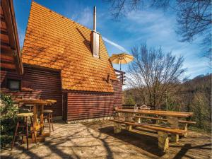 Two-Bedroom Holiday Home in Gornji Zvecaj, Holiday homes  Gornji Zvečaj - big - 17