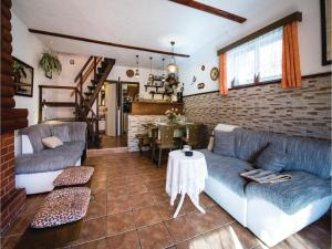 Two-Bedroom Holiday Home in Gornji Zvecaj, Holiday homes  Gornji Zvečaj - big - 9