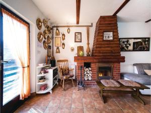 Two-Bedroom Holiday Home in Gornji Zvecaj, Nyaralók  Gornji Zvečaj - big - 8