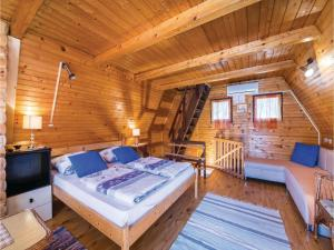 Two-Bedroom Holiday Home in Gornji Zvecaj, Nyaralók  Gornji Zvečaj - big - 7
